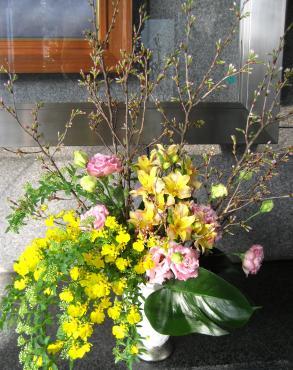 東海桜、アルストロメリア(カリフォルニア)、トルコキキョウ(セレブピンク)、オンシジューム、コデマリ
