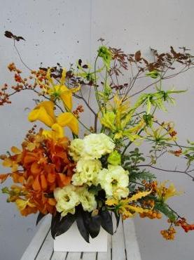 紅葉ドウダンツツジ、カラー、トルコキキョウ、モカラ、グロリオサルテア、つるうめもどき